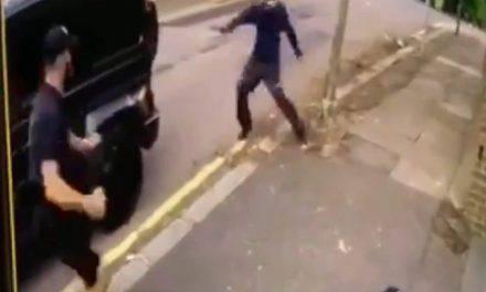 Kolanisac sventa una rapina a Ozil, Video