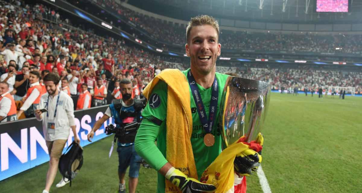 Liverpool, Adrian infortunato per colpa di… un tifoso. VIDEO