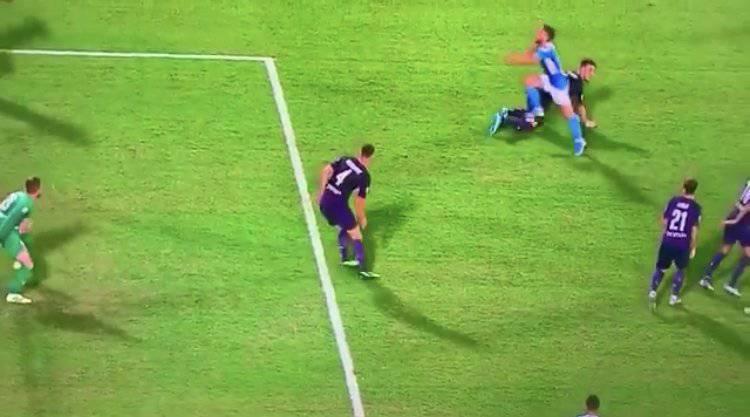 Fiorentina-Napoli, il rigore su Mertens fa discutere – FOTO