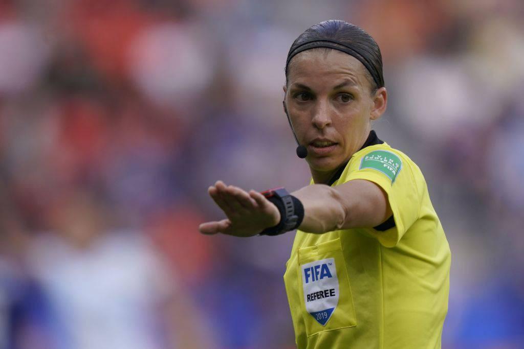 Stephanie Frappart, la carriera dell'arbitro francese
