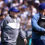 Maradona al debutto, spettacolo in tribuna ma il Gimnasia perde contro il Racing – VIDEO