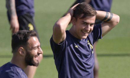 Juventus, Dybala: il fratello polemizza con Sarri, poi cancella il post
