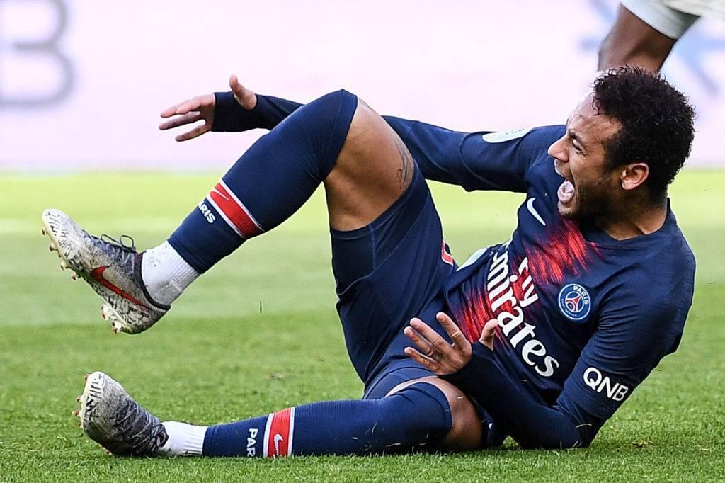 Neymar è finito nel mirino dei tifosi dopo il mancato addio