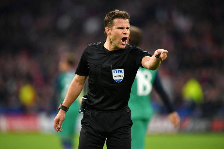 L'arbitro Felix Brych