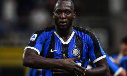 Lukaku, ululati razzisti in Cagliari-Inter (video): sguardo minaccioso alla curva