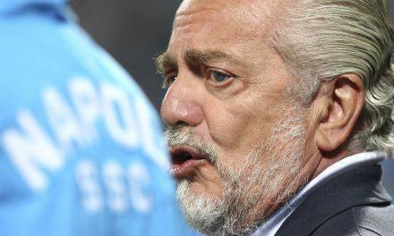 """Napoli, De Laurentiis provoca i tifosi: """"Pochi abbonati. E se prendessi il Milan?"""""""