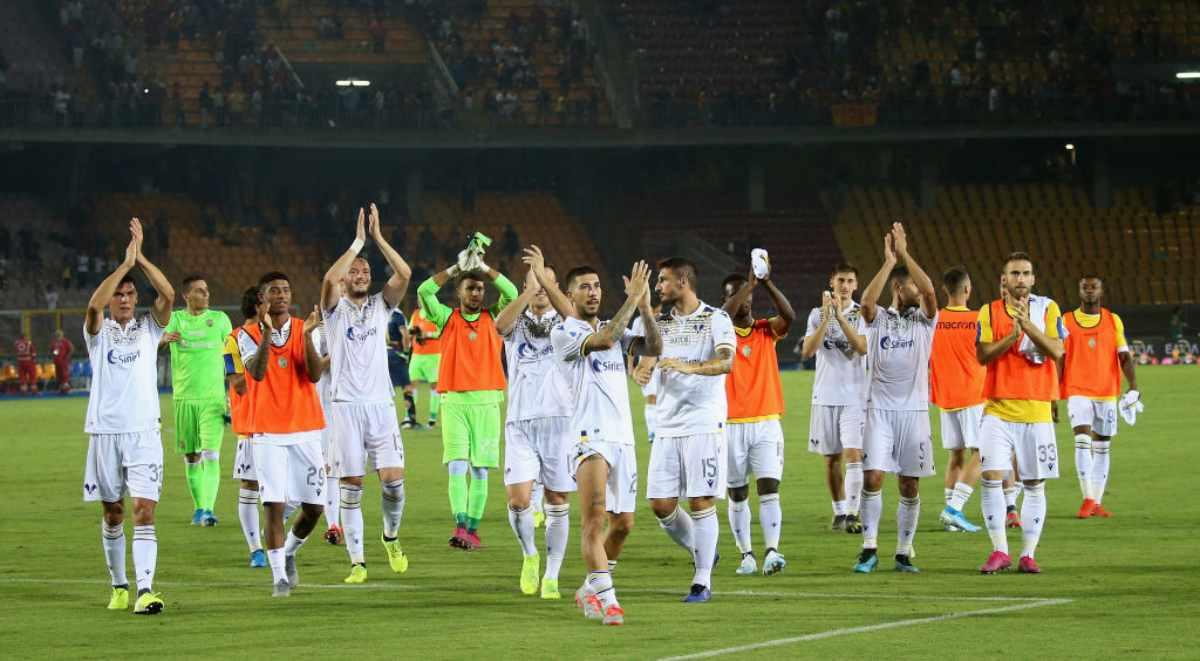 Il Verona festeggia la vittoria sul Lecce