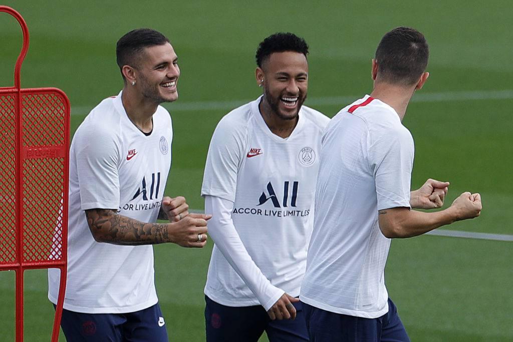 Icardi in allenamento con Neymar scherza col brasiliano e i compagni di squadra