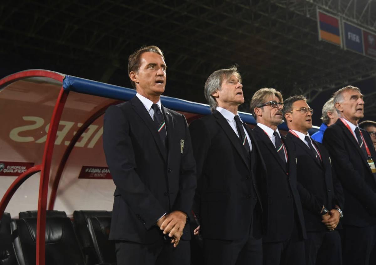 Roberto Mancini e lo staff dell'Italia