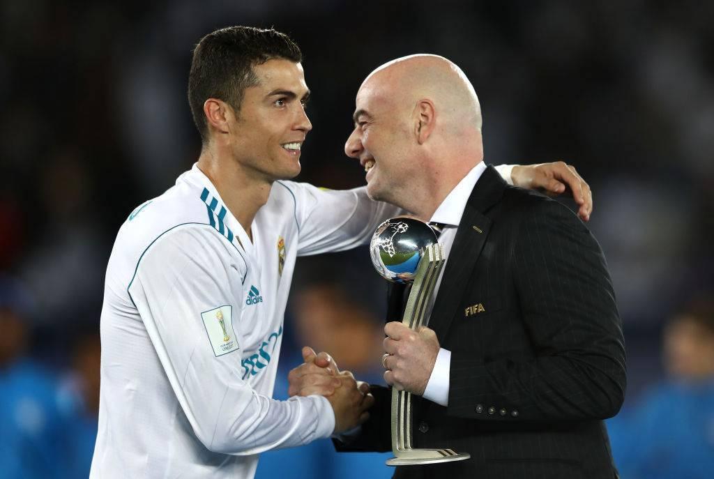 Cristiano Ronaldo con Gianni Infantino