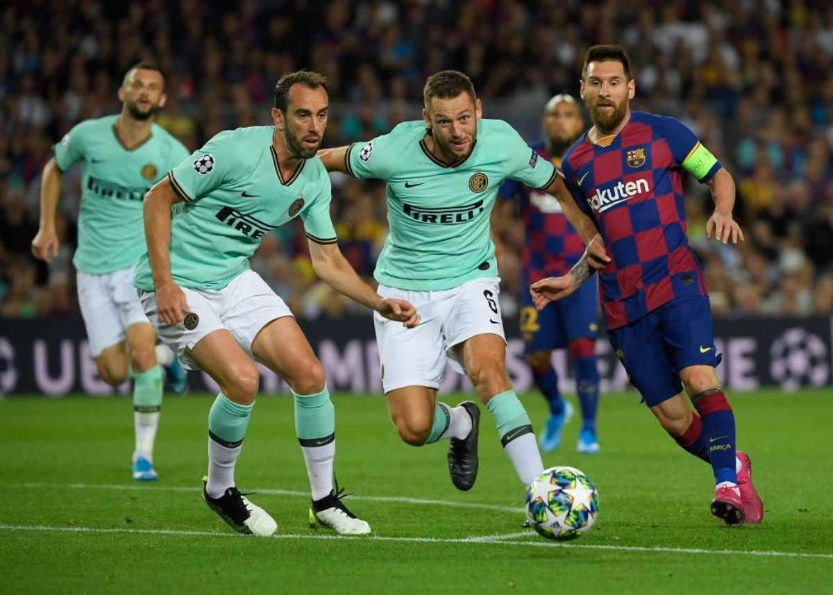 De Vrij sfida il Barcellona