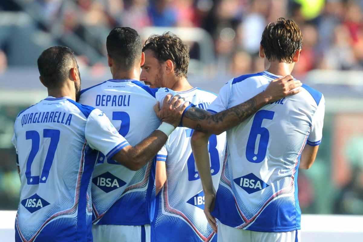 Manolo Gabbiadini, abbracciato dopo il momentaneo gol del pareggio