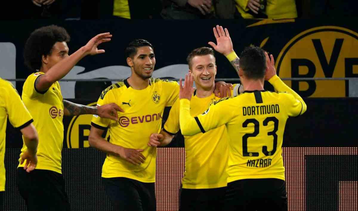 Bundesliga, risultati 19 ottobre: l'Augsburg ferma il Bayern Monaco, Reus esalta il Borussia Dortmund