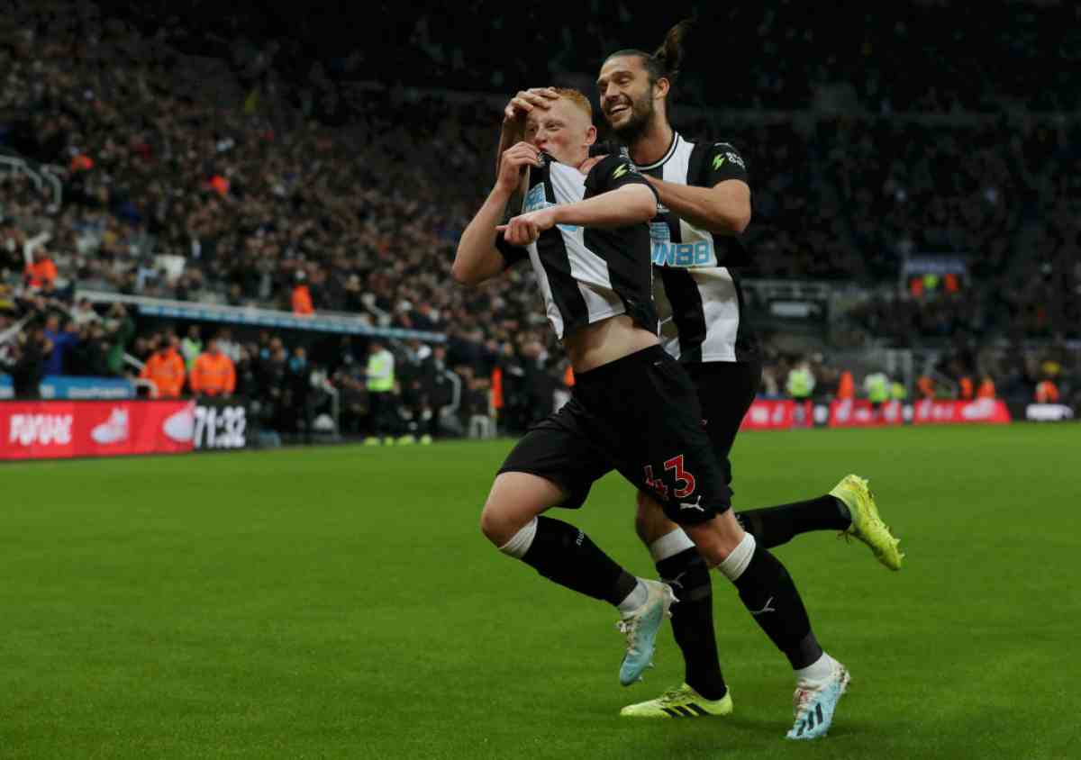 Premier League: il debuttante Longstaff fa volare il Newcastle, Manchester United ko