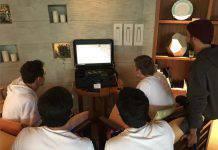 Piloti F1 Verstappen e Sainz giocano a FIFA