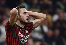 Hakan Calhanoglu può lasciare il Milan. Lo vogliono in Premier League