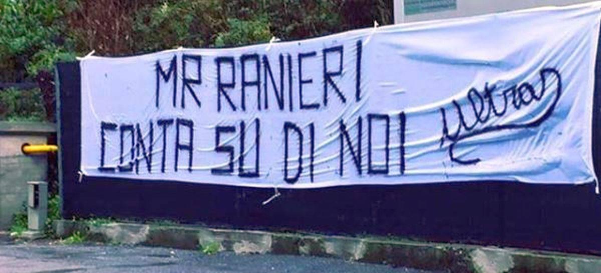 Lo striscione per Ranieri