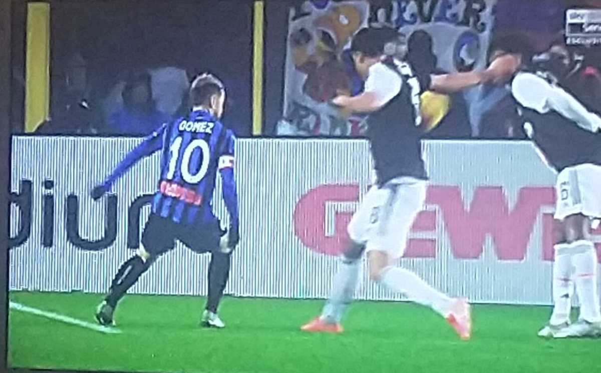 Atalanta-Juventus, rigore dopo fallo di Khedira