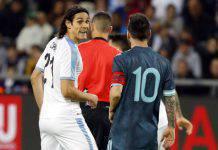 Cavani e Messi, lite durante Uruguay-Argentina