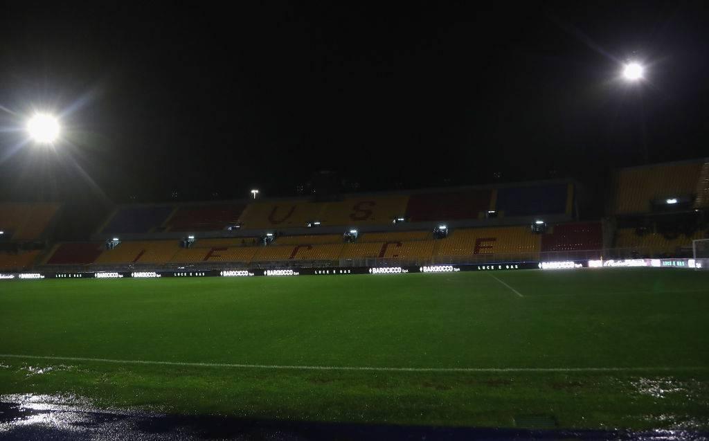 Lecce-Cagliari: pioggia e blackout, match a rischio rinvio