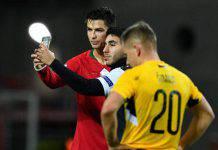 Cristiano Ronaldo selfie con tifoso invasore