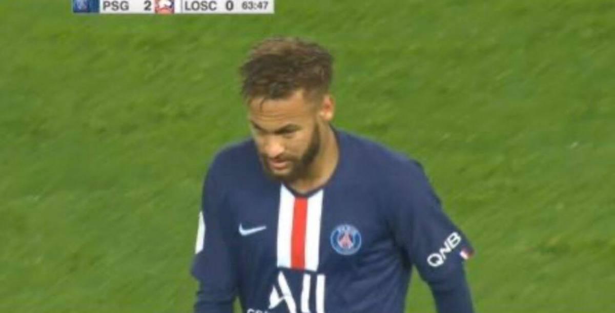 Neymar come Cristino Ronaldo: dopo la sostituzione va direttamente negli spogliatoi