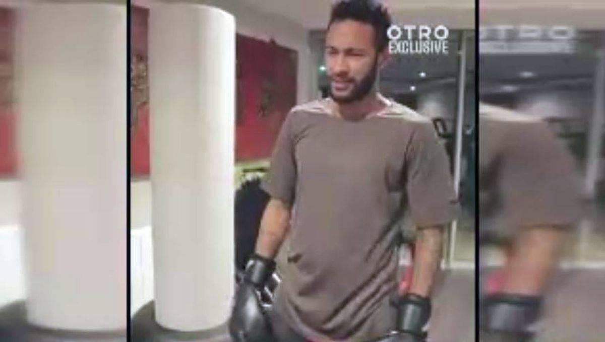 Neymar si allena come Rocky Balboa per tornare in forma