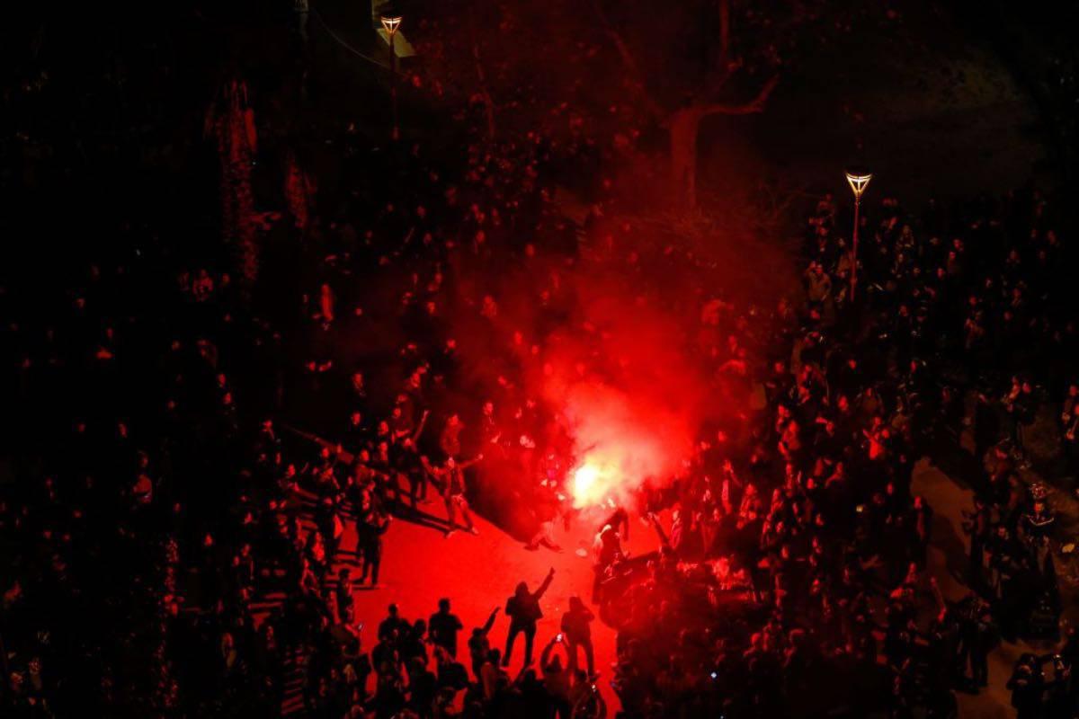 Barcellona-Real Madrid, tensione fuori dallo stadio: manifestanti in rivolta - VIDEO