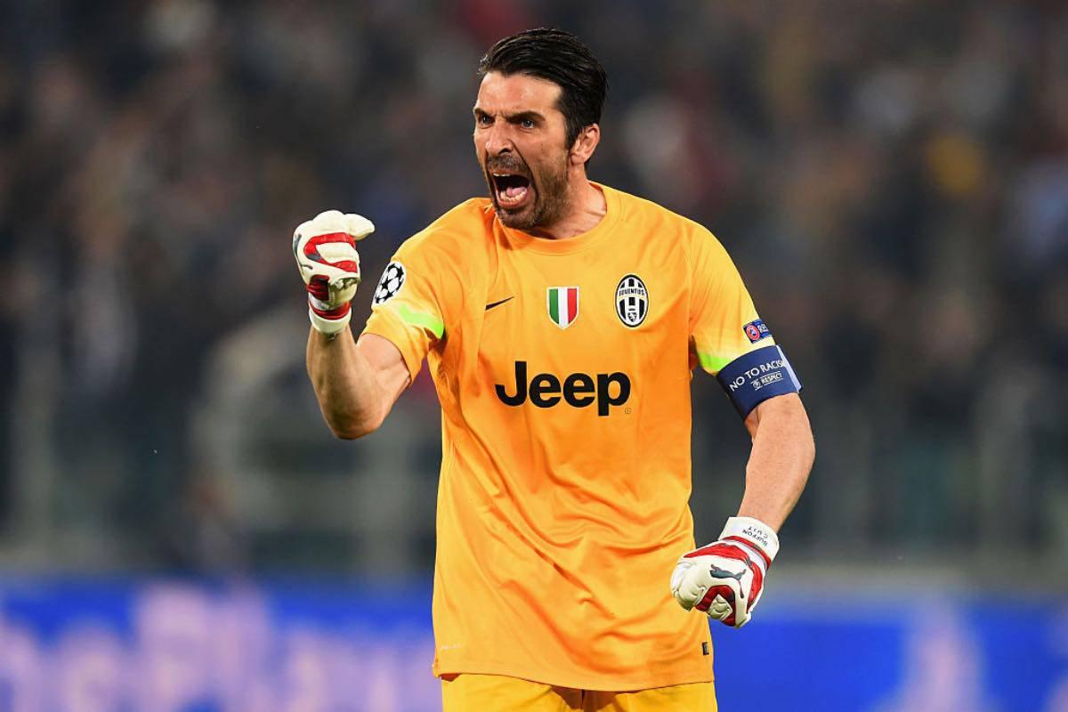 """Buffon non vuole ritirarsi: """"Farei un torto a me stesso. Onorato di aver raggiunto Maldini"""""""