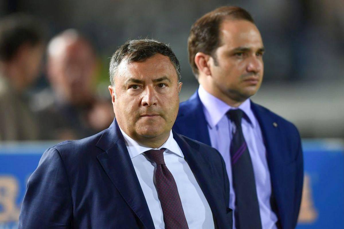 Fiorentina, uomo tenta di darsi fuoco davanti al centro sportivo: interviene Barone