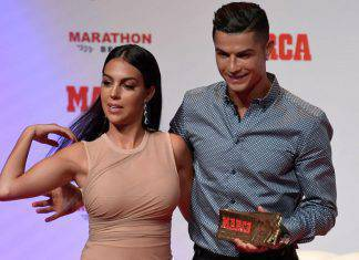 Ronaldo in palestra, Georgina in piscina: e ha qualcosa da far vedere VIDEO