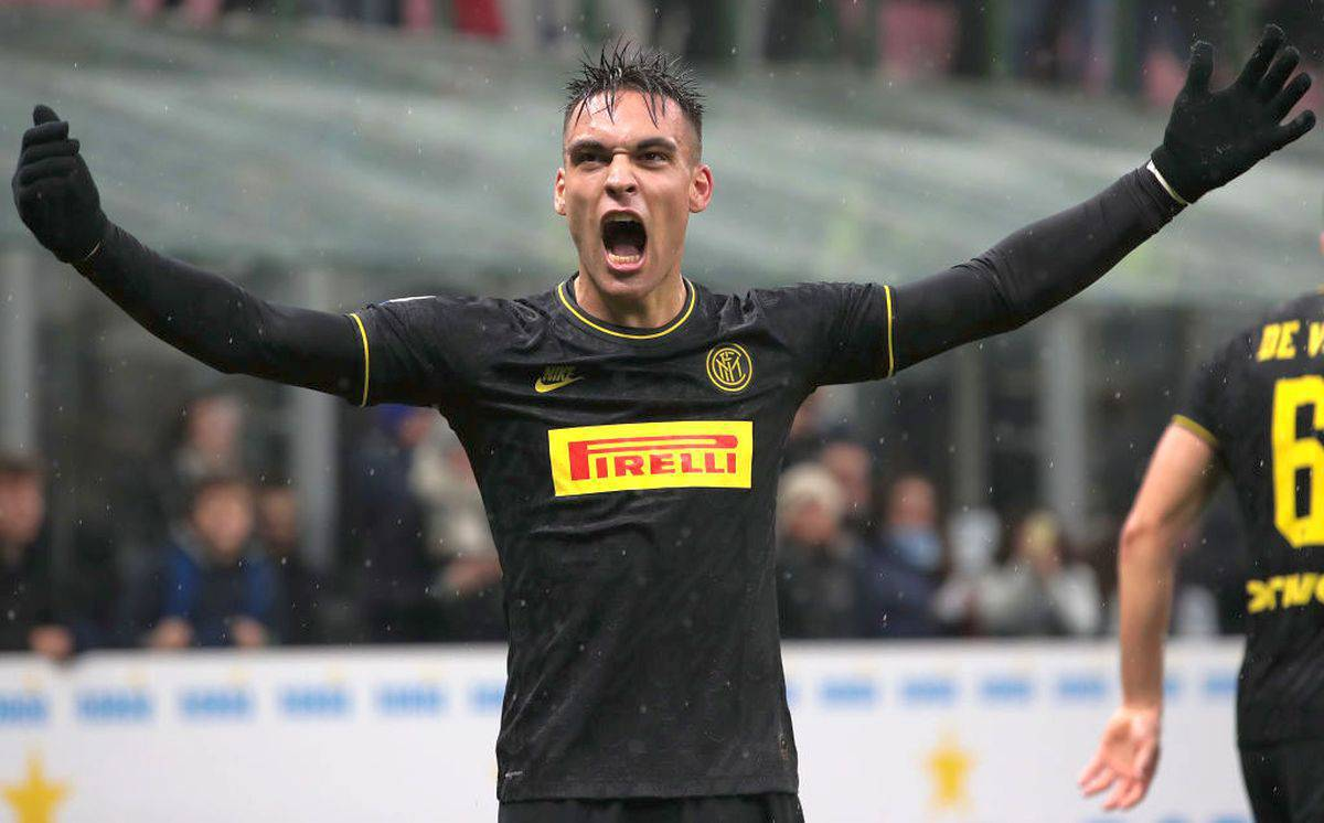 Calciomercato Inter, Lautaro Martinez convince il Barcellona: pericolo clausola
