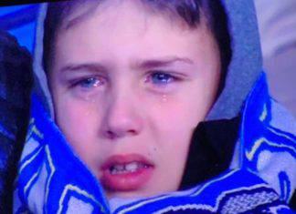 Napoli-Fiorentina, bambino piange per la sconfitta: la foto invade i social