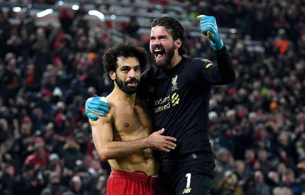 Esultanza folle per Alisson e Salah contro lo United