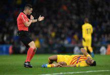 Barcellona, Suarez si opera al ginocchio: potrebbe saltare il Napoli