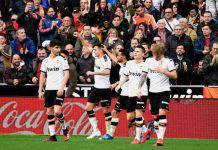 Liga: il Valencia stende il Barcellona, Gomez sbaglia un rigore ma fa doppietta