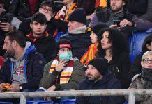 Roma-Lecce, paura Coronavirus: tifosi con la mascherina all'Olimpico - FOTO