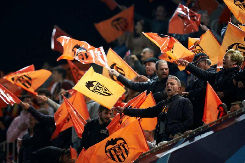 Coronavirus, possibile contagio per 3 tifosi del Valencia