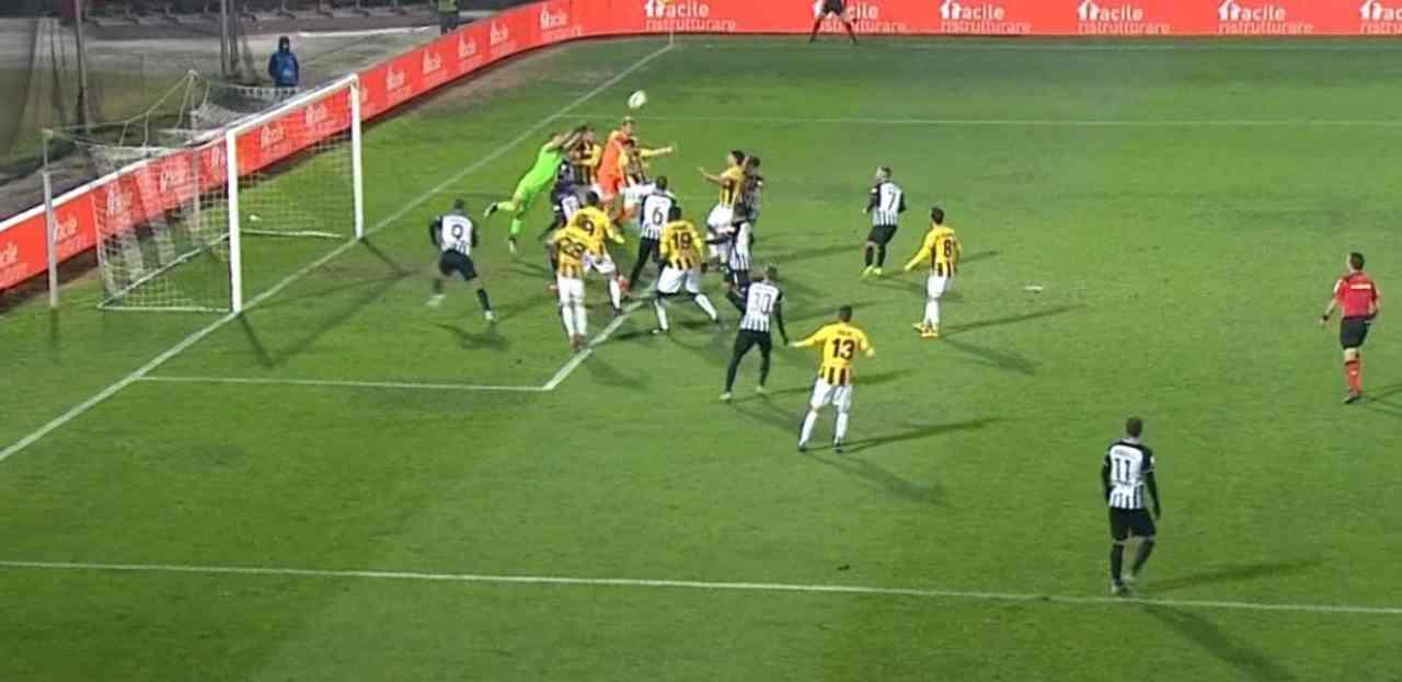 Ascoli-Juve Stabia: Provedel pareggia al 95', il video del gol del portiere stabiese