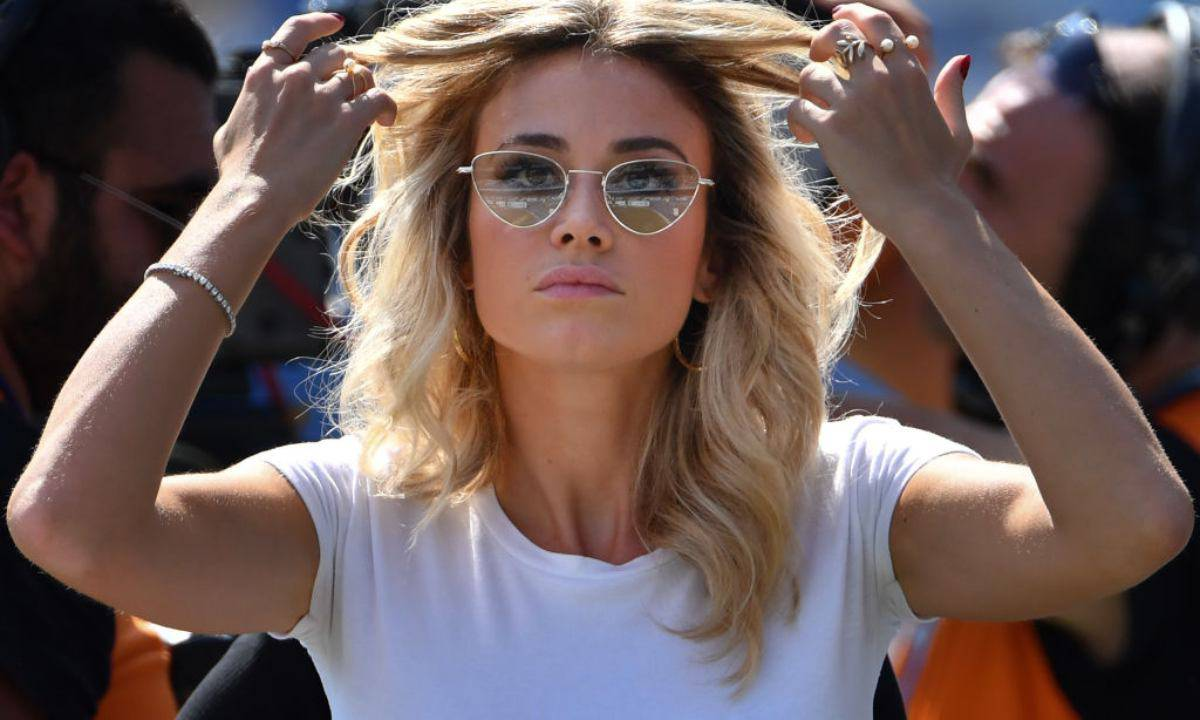Diletta Leotta in tv anche con la radio e i fan applaudono .. la foto