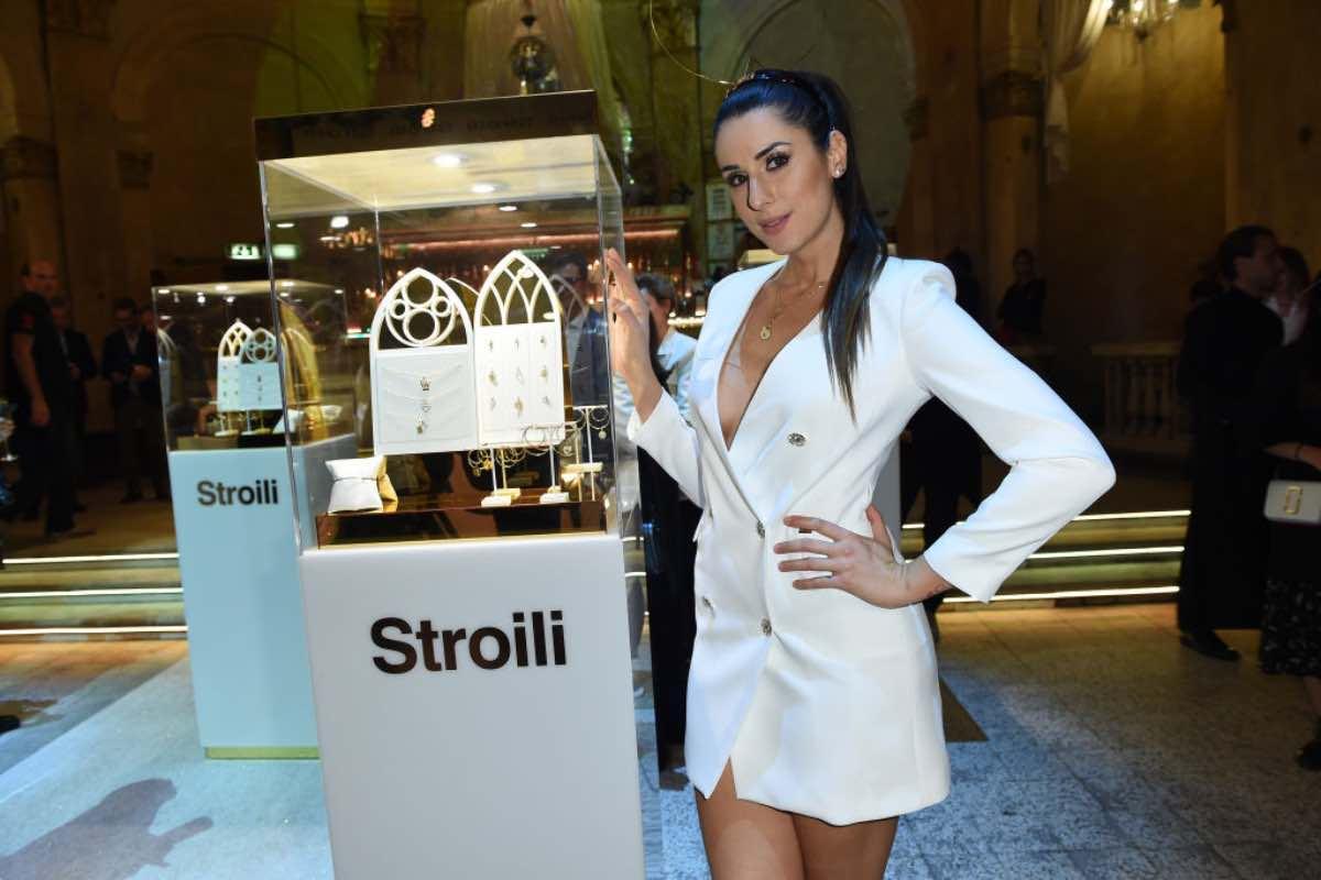 Valentina Vignali sogna l'estate: prova costume che infiamma i fan - Foto