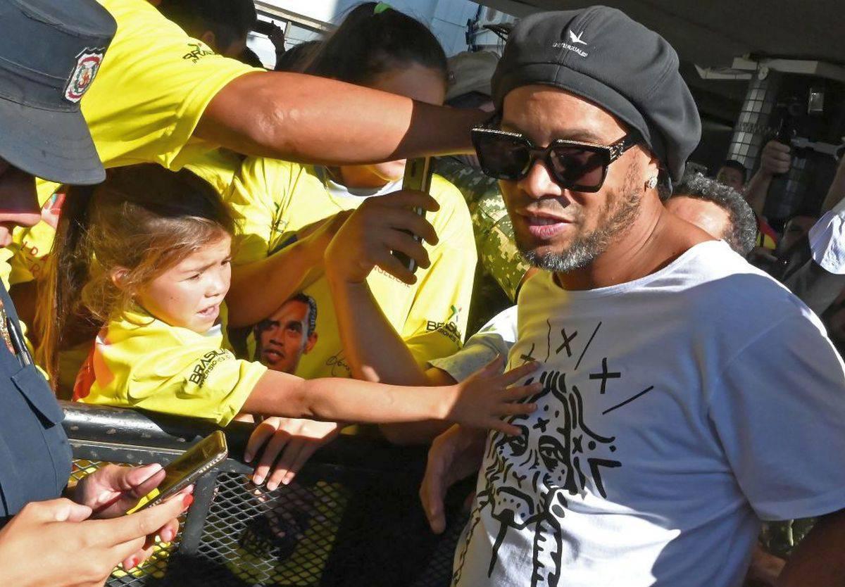 Ronaldinho: un mese di carcere: e arriva una brutta notizia