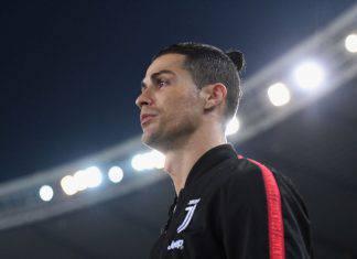 """Cristiano Ronaldo, sfida social a chi fa più addominali: il """"regolamento"""""""