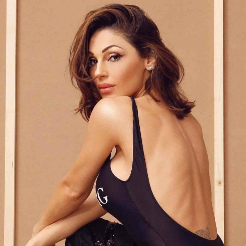 Anna Tatangelo, seducente e intrigante in salotto (Instagram)