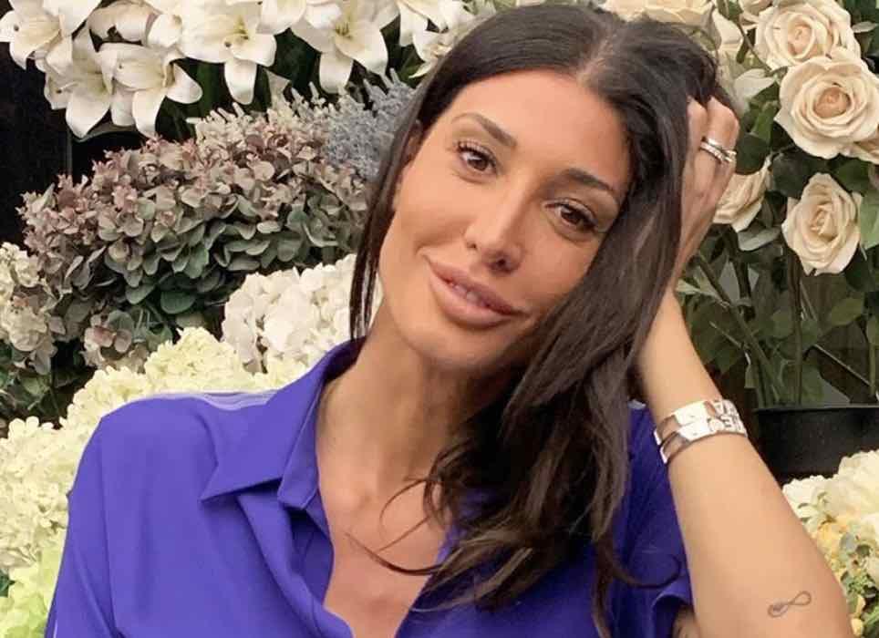 Giorgia Venturini in costume, prove di tintarella (Instagram)