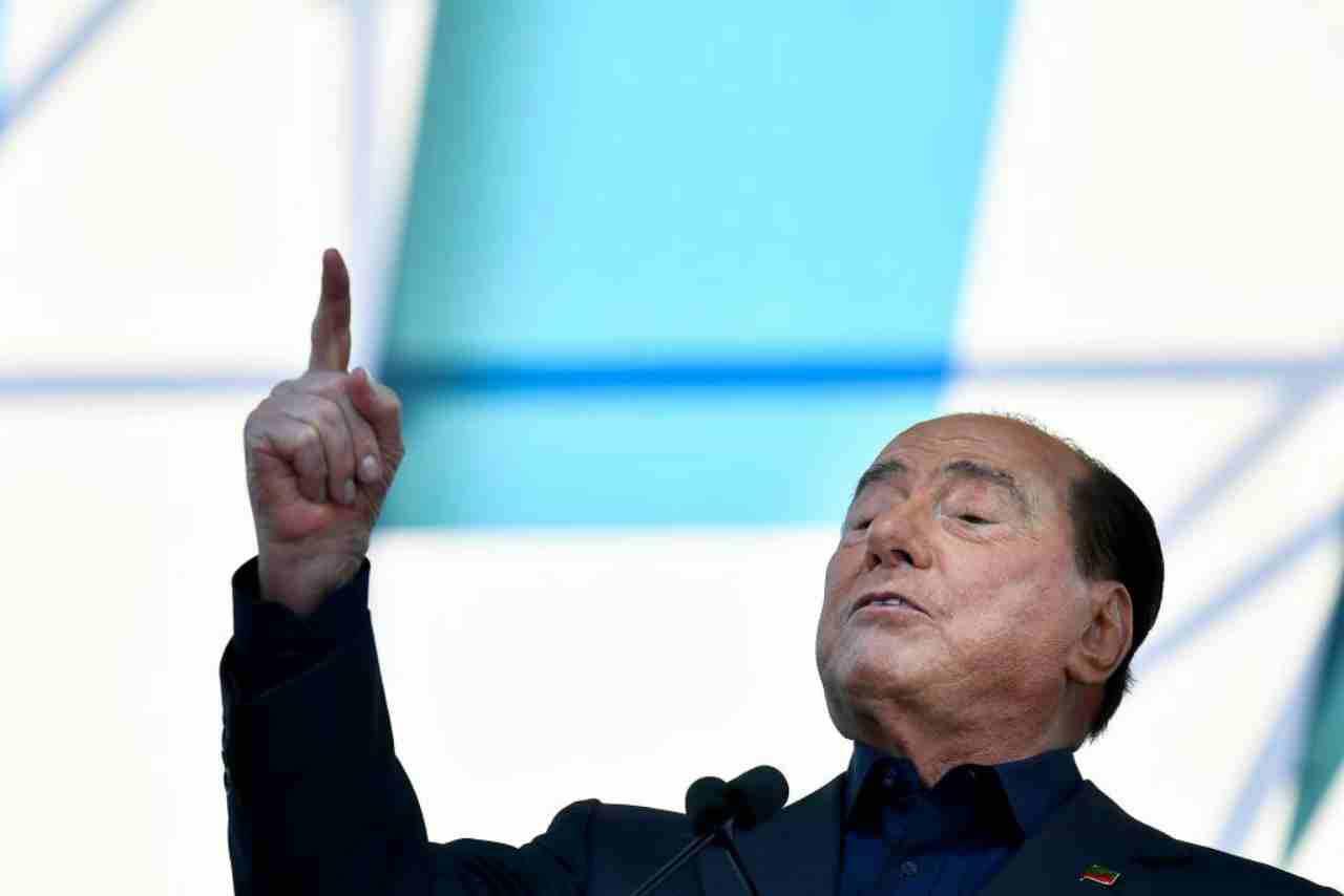 Berlusconi ricoverato, il messaggio social (Getty Images)