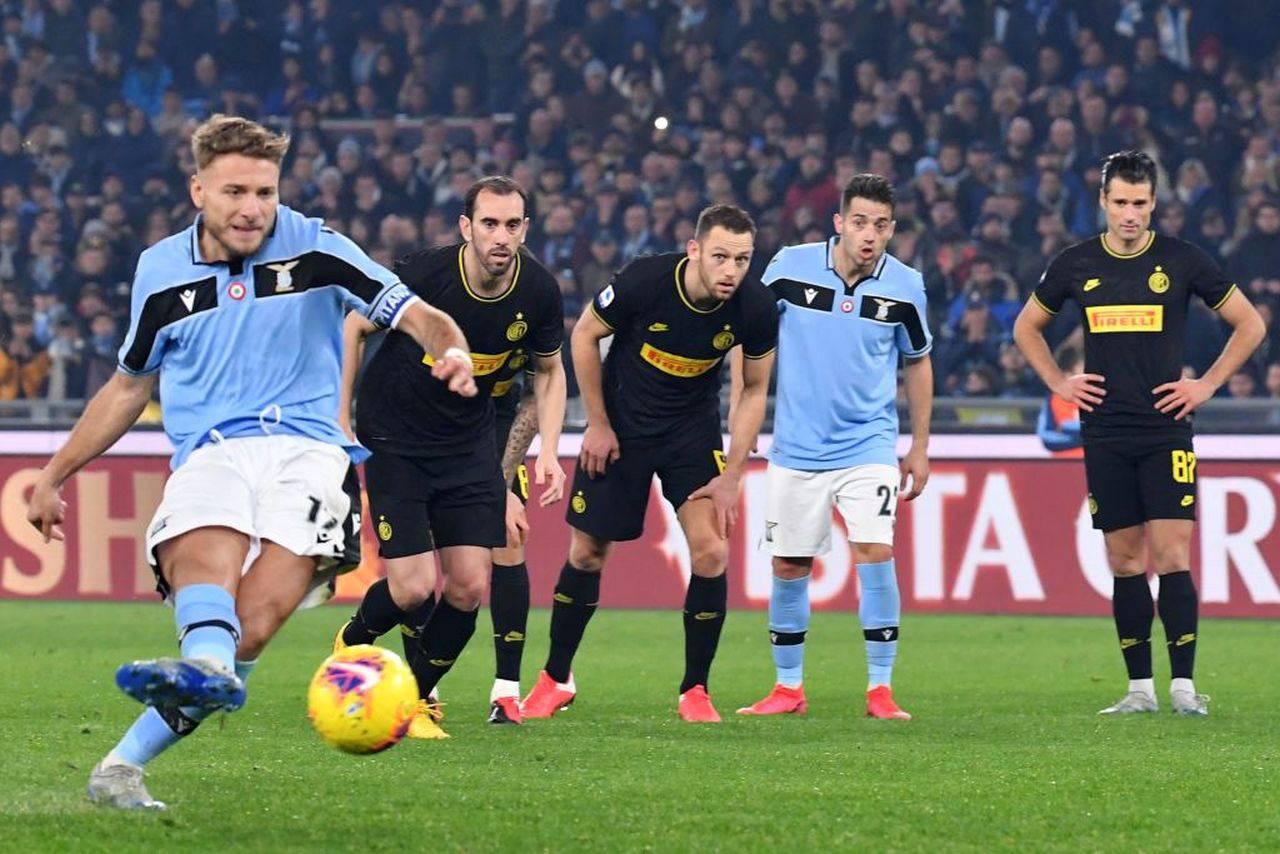 Serie A, Sky non paga diritti tv e gela i club: la lettera alla Lega Calcio