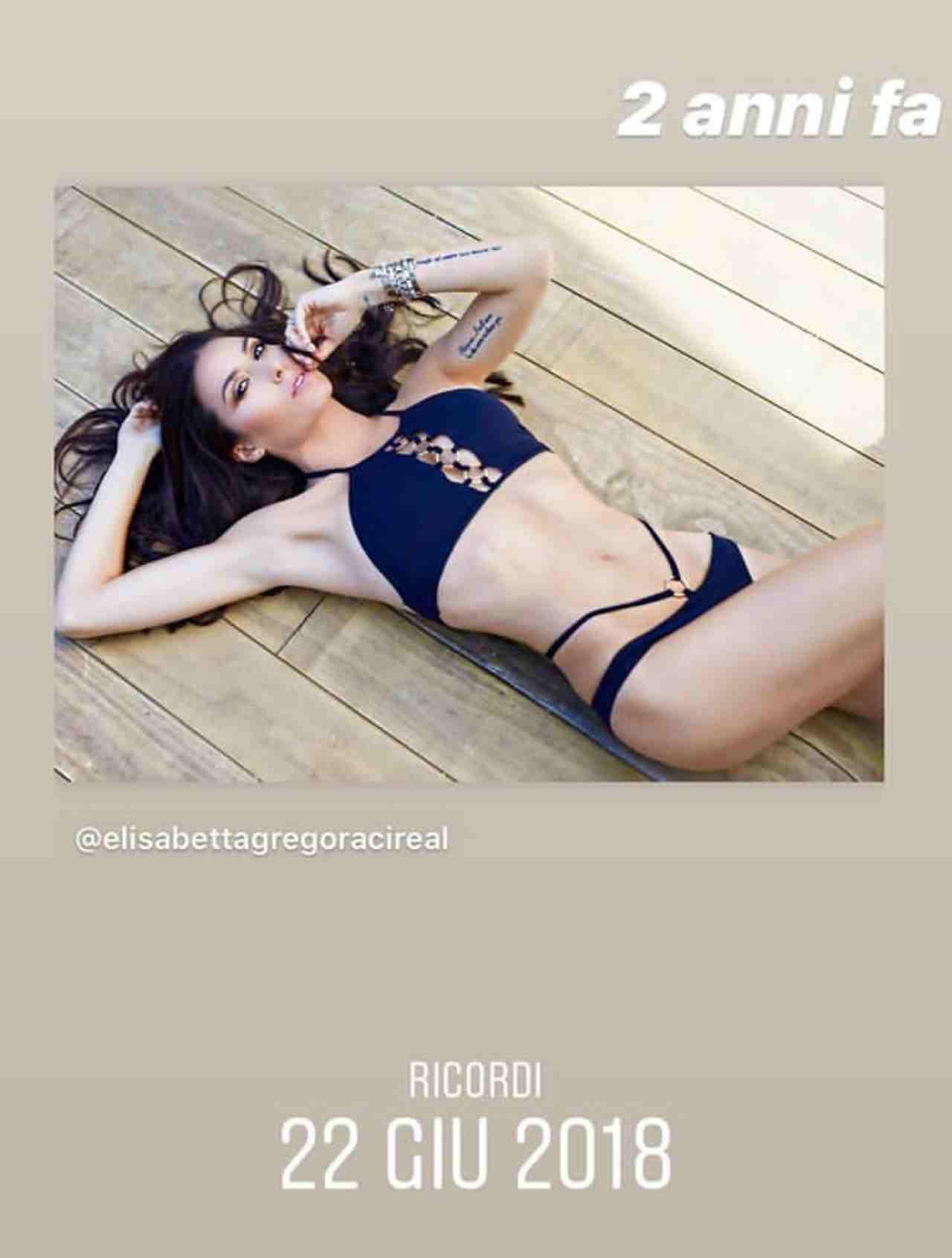 Elisabetta Gregoraci, foto ricordo in costume per i fan (Instagram)