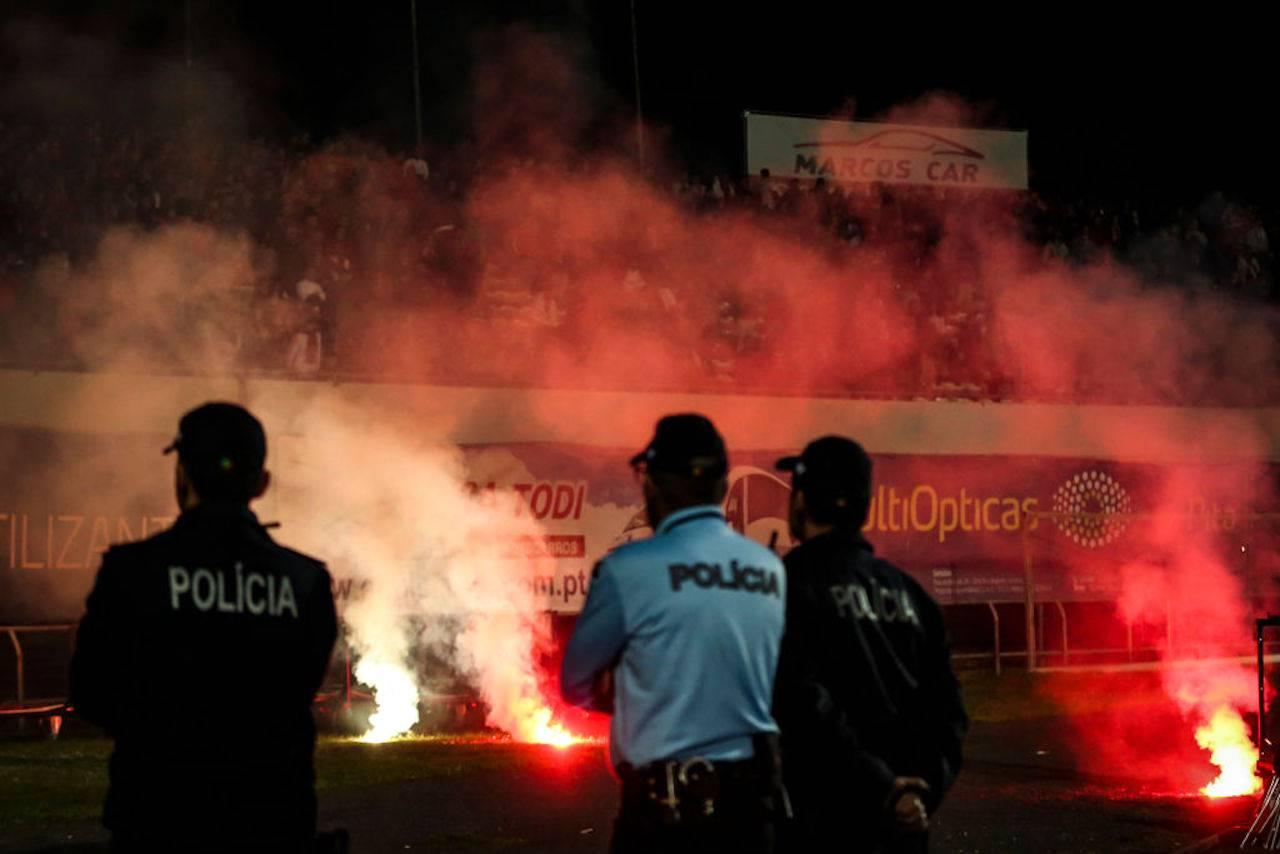 Benfica, assalto al pullman: due giocatori feriti. Paura in strada