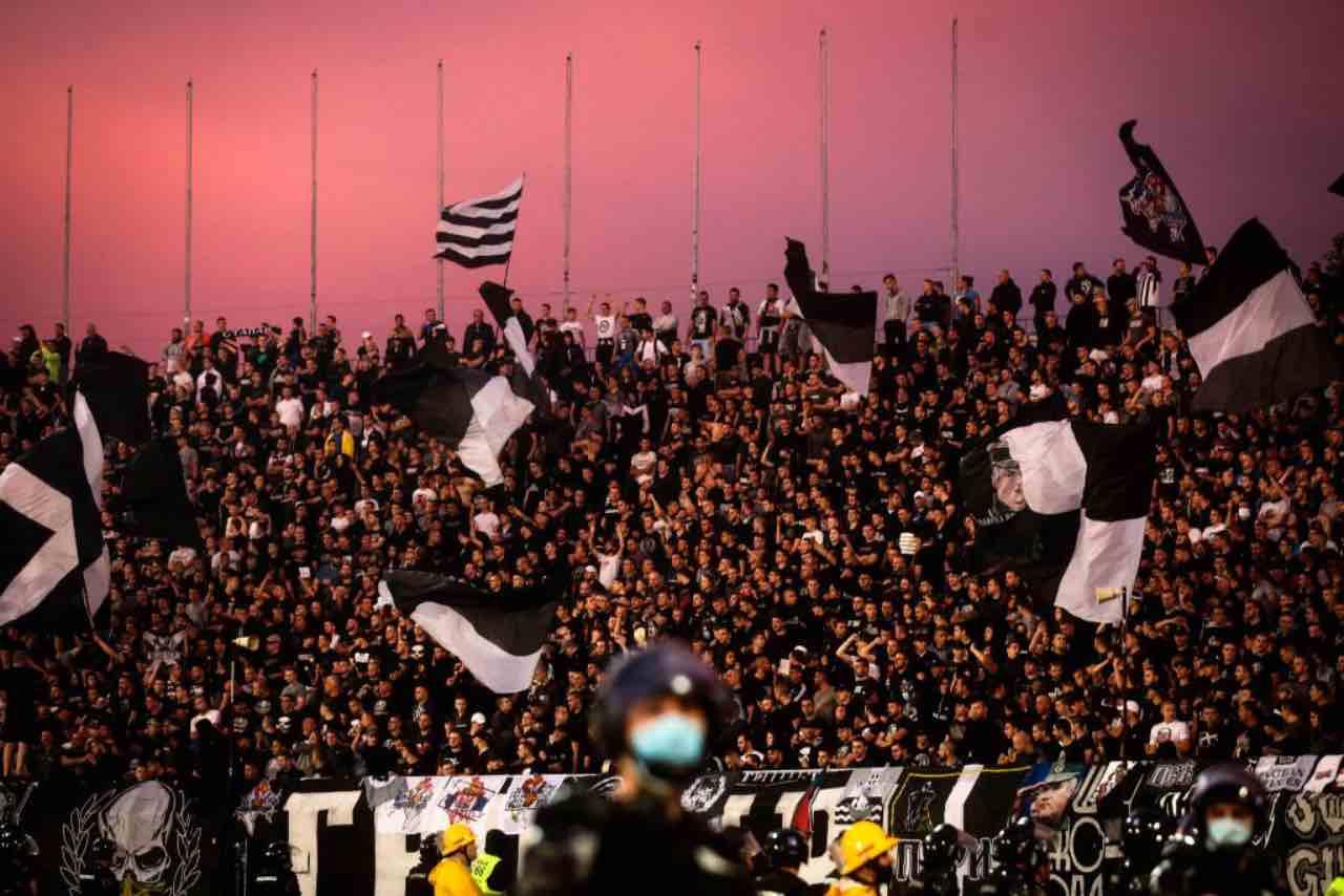 Stella Rossa-Partizan Belgrado, derby a prova di Covid: in 25mila sugli spalti - Video (Getty Images)